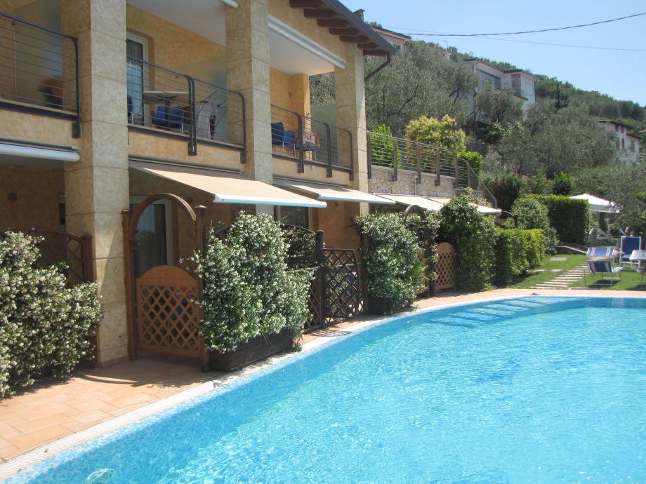 ferienwohnung residenz rosmari 2 zimmer whg am pool mit terrasse gardasee brenzone firma. Black Bedroom Furniture Sets. Home Design Ideas