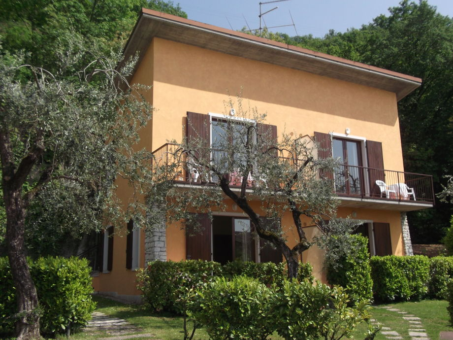 Ferienwohnung villa girasole am see mit terrasse gardasee for Ferienwohnung am see