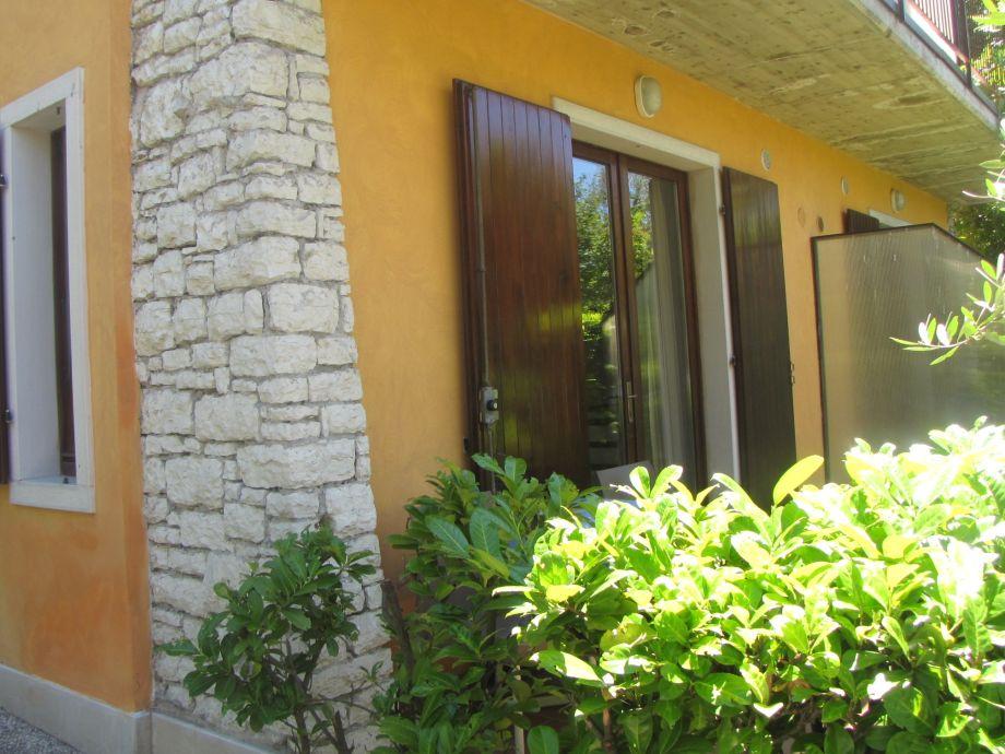 Außenaufnahme Ferienwohnung Villa Girasole am See mit Terrasse