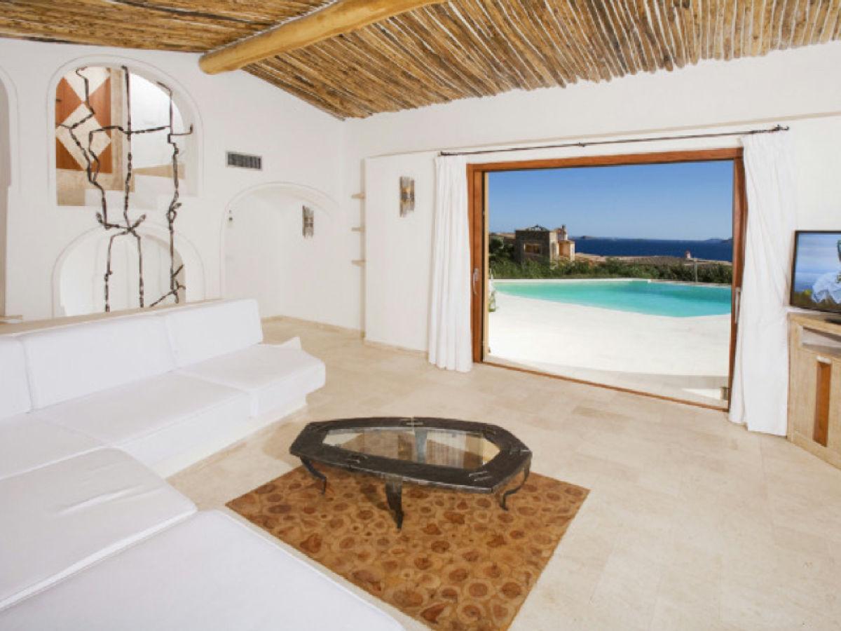 Rental villas in Porto Cervo on the beach