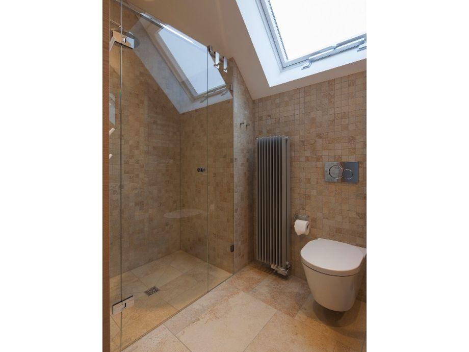 Große bodengleiche Dusche