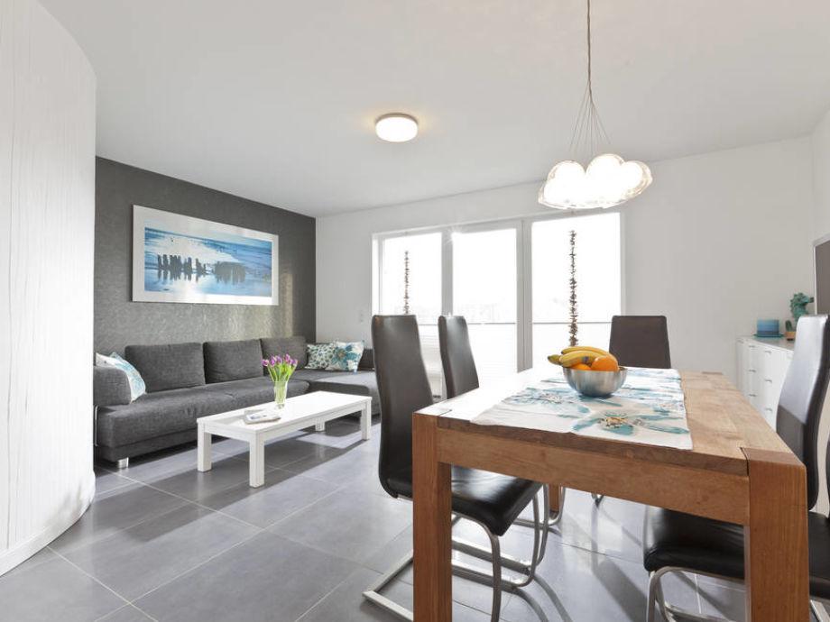 Modern und hell eingerichteter Wohnbereich