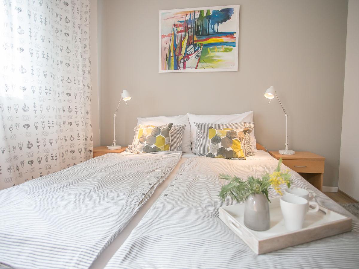 wandfarbe blau streichen. Black Bedroom Furniture Sets. Home Design Ideas