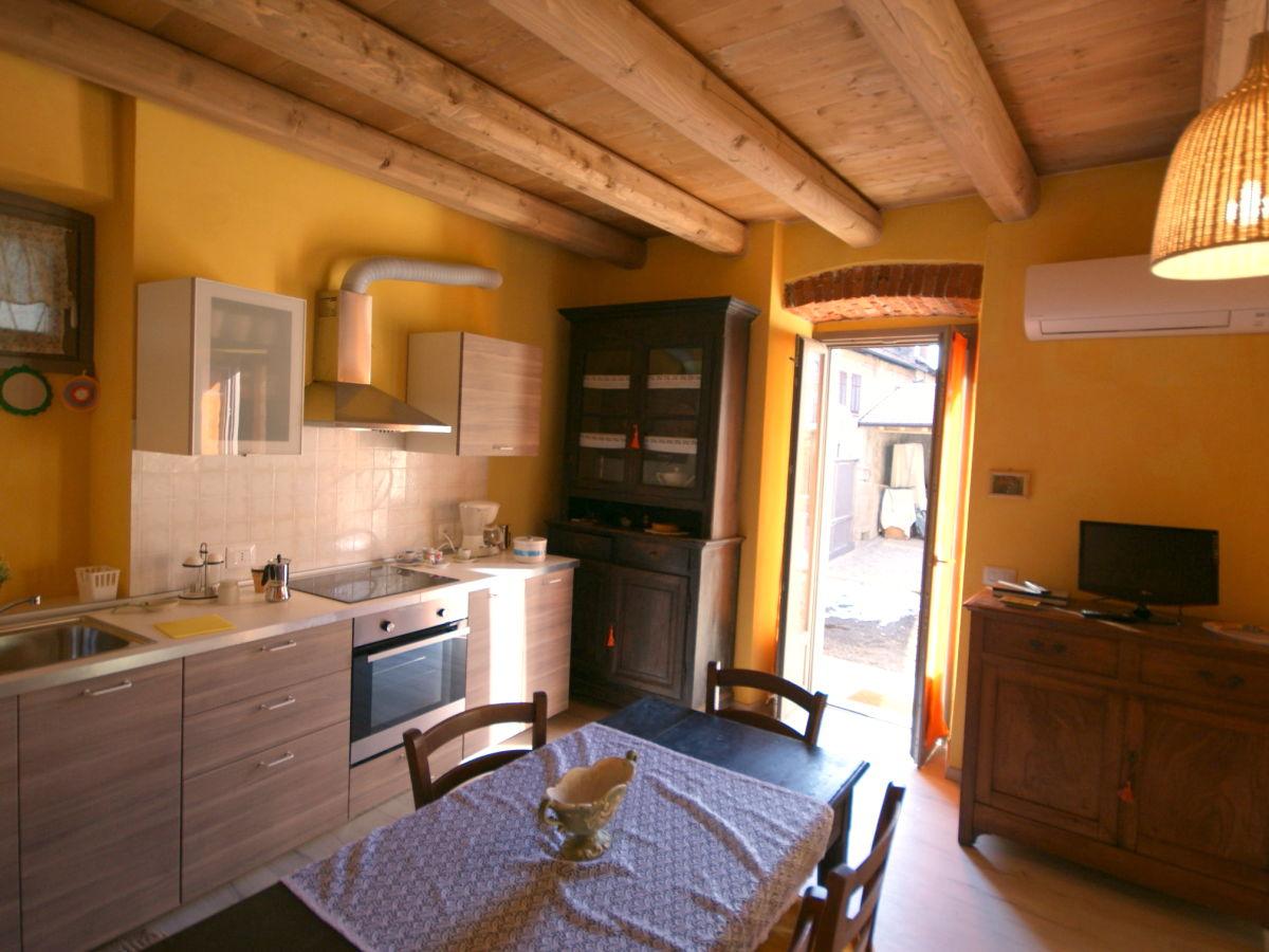 ferienhaus rustico armeno italien lago d 39 orta armeno firma la tua casa srl katia und gioia. Black Bedroom Furniture Sets. Home Design Ideas