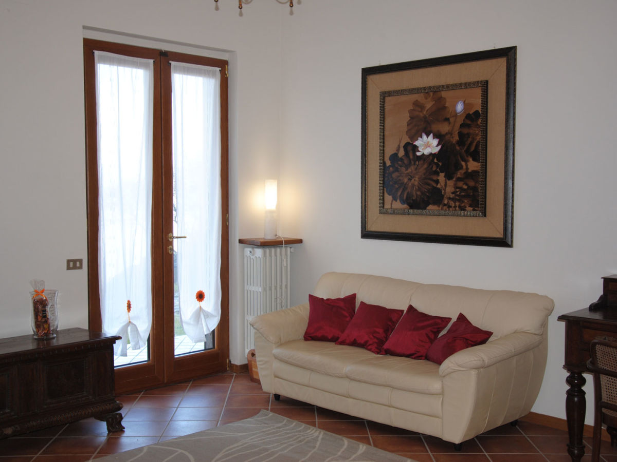 ferienwohnung vittoria italien lago maggiore stresa firma la tua casa srl frau katia und. Black Bedroom Furniture Sets. Home Design Ideas