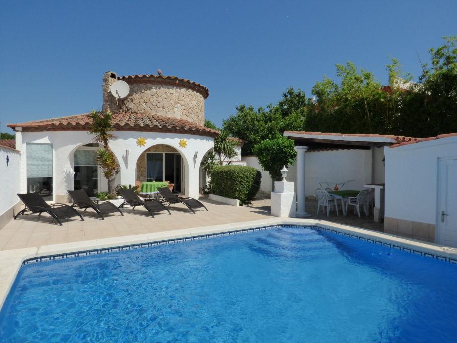 Villa mit Privat-Pool in ruhiger Lage