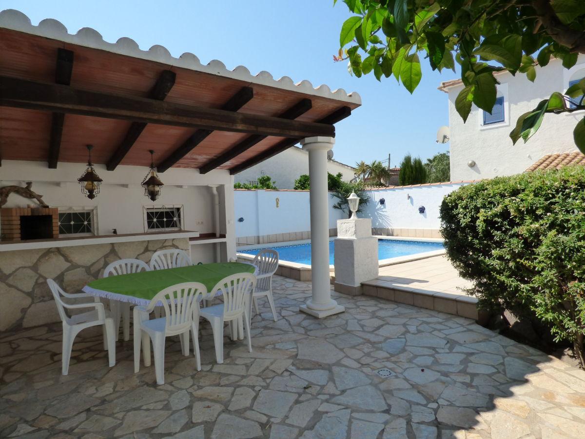 villa mit turm und pool paradies 148 costa brava empuriabrava ampuriabrava firma immo. Black Bedroom Furniture Sets. Home Design Ideas
