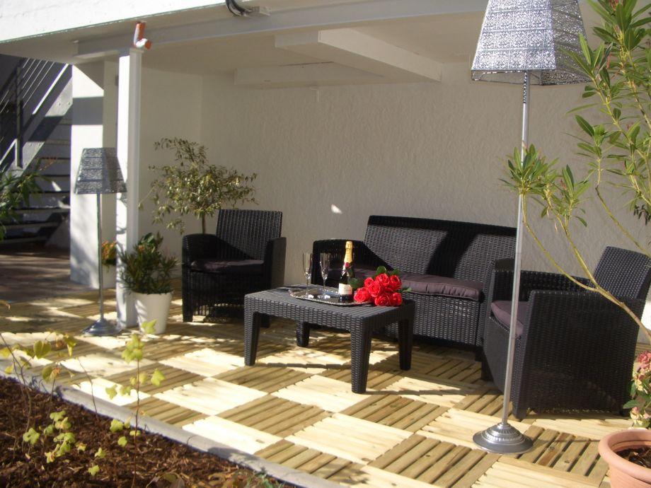 Ihre Lounge, überdacht und sonnig. Ein Träumchen ....!