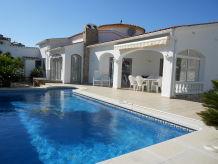 Villa Ferienhaus mit Pool Paradies 24