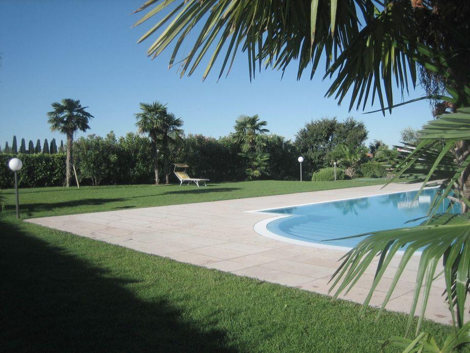 Pool mit Garten, Le Camelie
