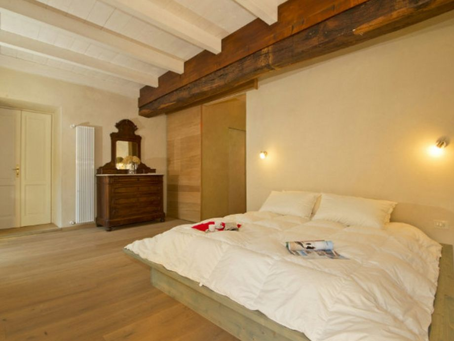 King-Size-Doppelbett mit eigenem Bad