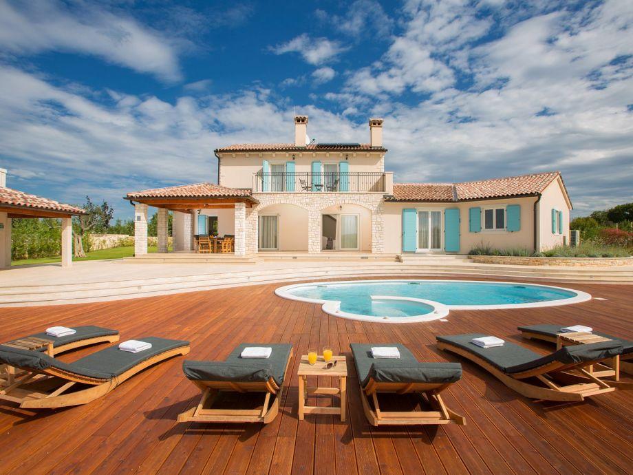 Villa Aurora - der Blick vom Pool