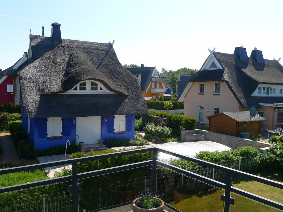 Blick von der Dachterrasse in den Garten