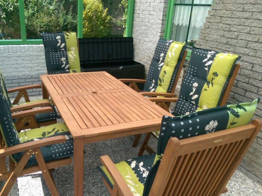 Neue überdachte Terrasse & neue Möbel