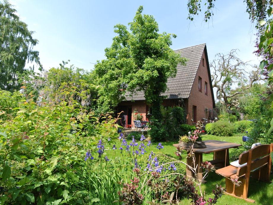 Außenansicht mit Garten des Ferienhauses