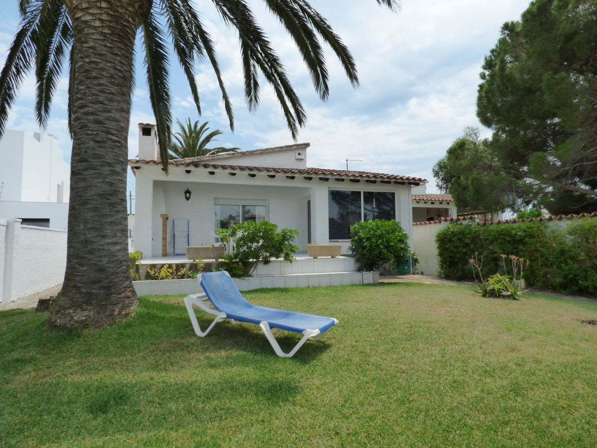 Ferienhaus mit pool am kanal paradies 59 costa brava for Garten pool wanne