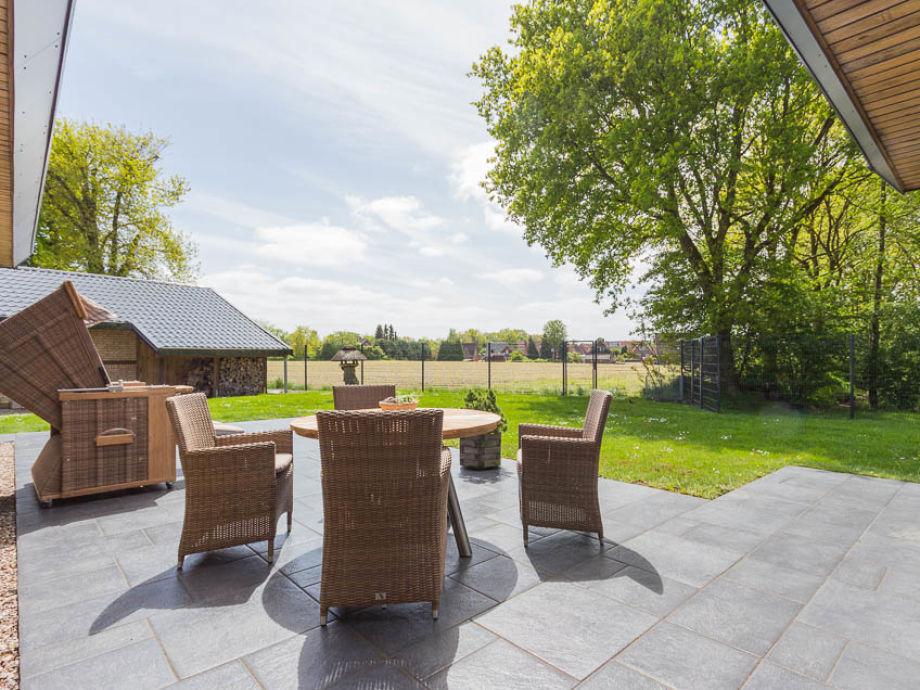 Terrasse mit Blick auf Feld