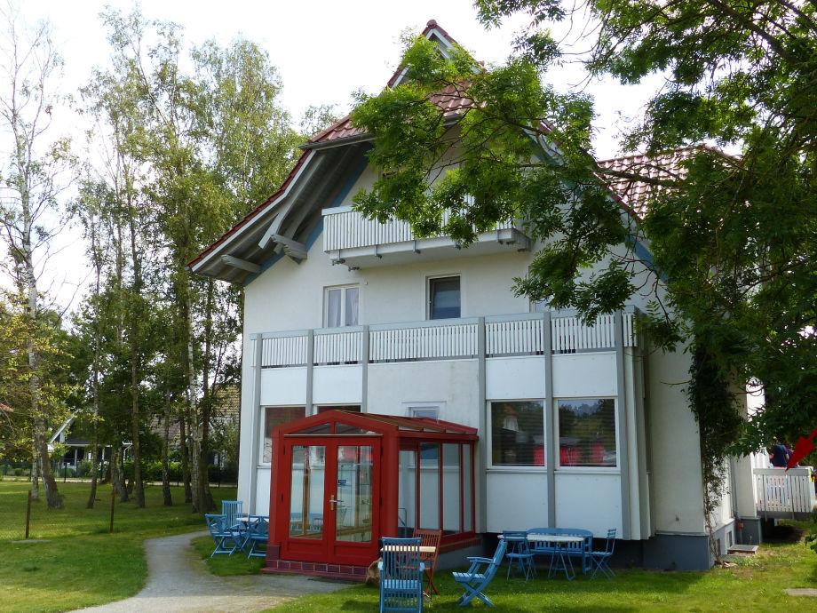 Haus v. außen (rechts der Balkon)