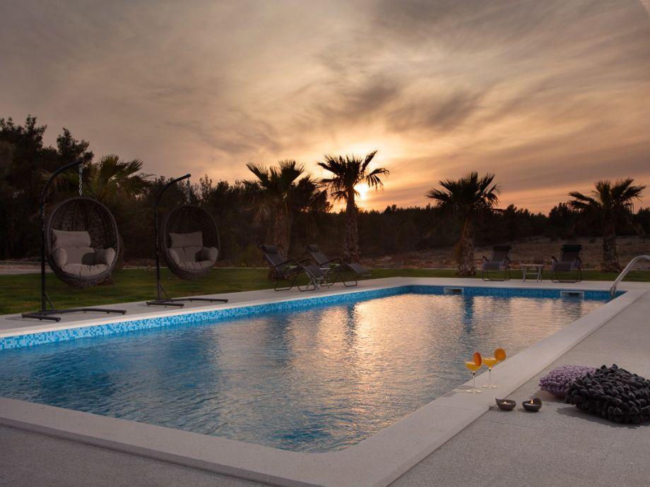 55 m² großer Pool