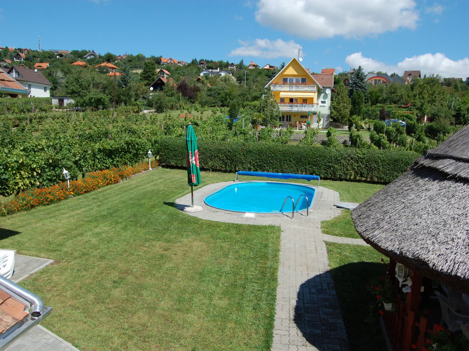Ferienhaus zweisamkeit mittel transdanubien familie for Ovaler pool garten