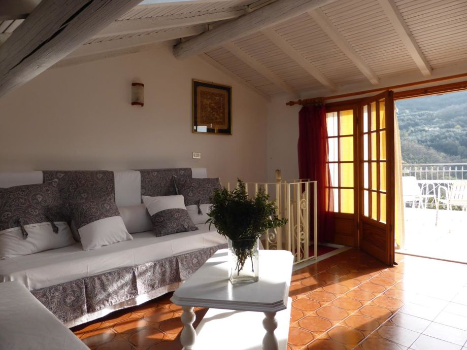 Room upstairs, 2 single beds, access to the terrace