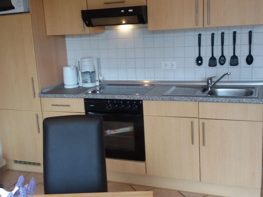 glaswand kche kuchenkuche schwarz glas tolles kuche. Black Bedroom Furniture Sets. Home Design Ideas