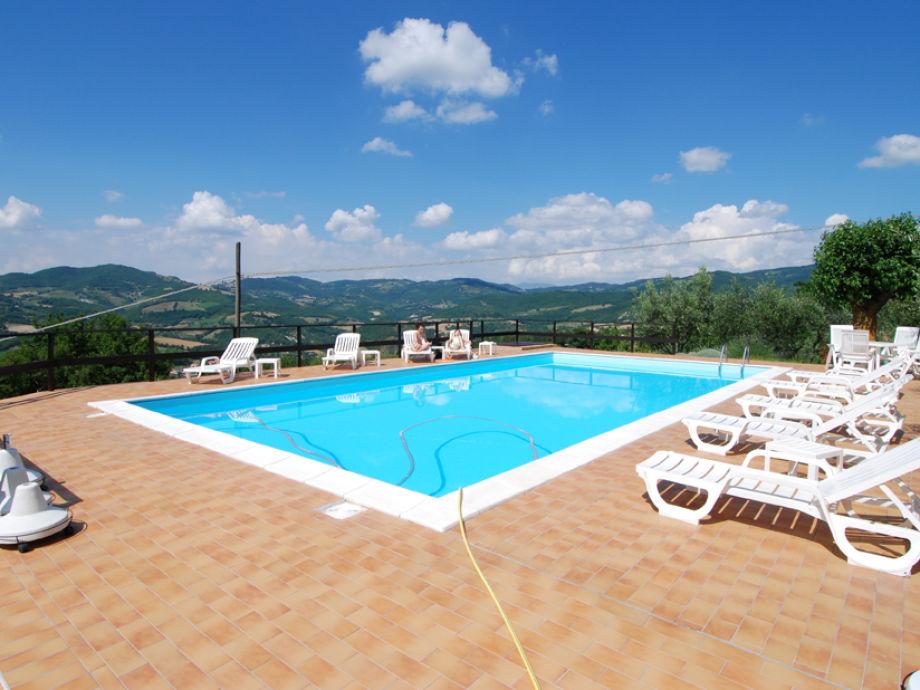 Der gemeinsame große Pool 12 m x 7 m, Tiefe 1,60 m