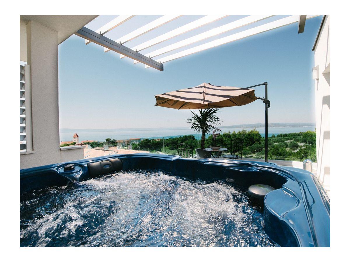 Villa leona ba ka voda firma prominens d o o frau dubravka paunovic - Whirlpool dachterrasse ...