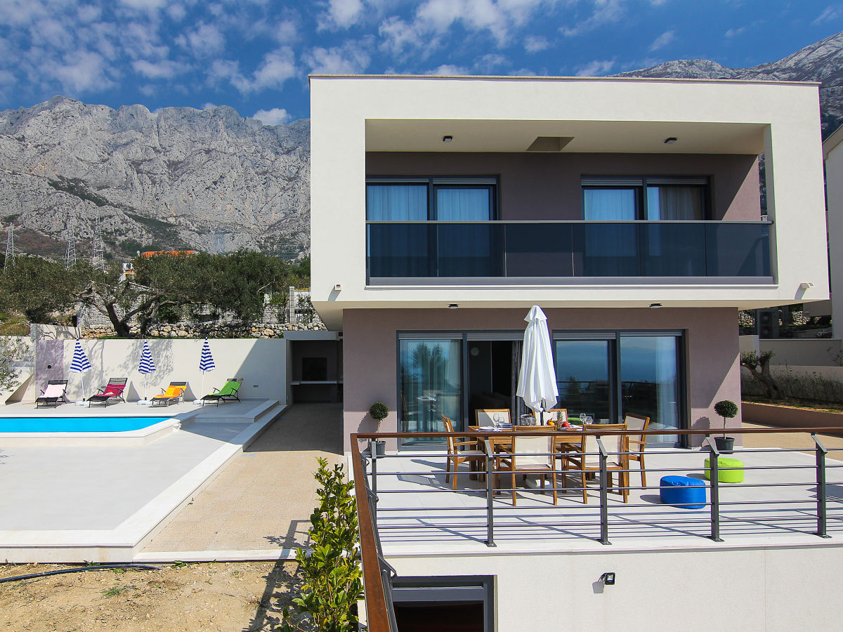 ferienhaus traumhaus in makarska mit pool meerblick dalmatien makarska firma prominens d o. Black Bedroom Furniture Sets. Home Design Ideas