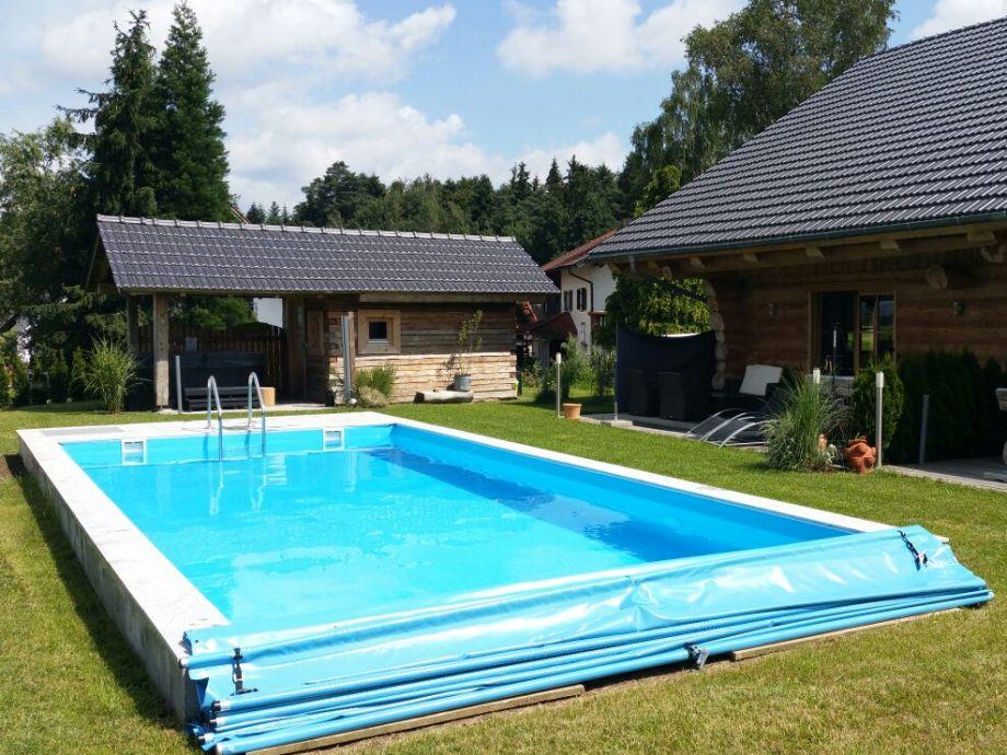 Blockhaus mit Terrasse und großen Pool 4x9 Meter