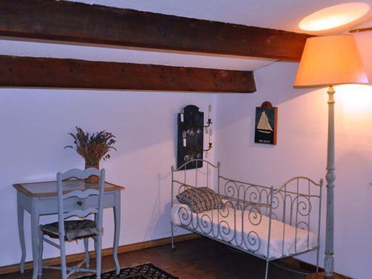 ferienhaus weingut le clos de virgiles sainte maxime firma myrivieraferienfrau emmanuelle. Black Bedroom Furniture Sets. Home Design Ideas