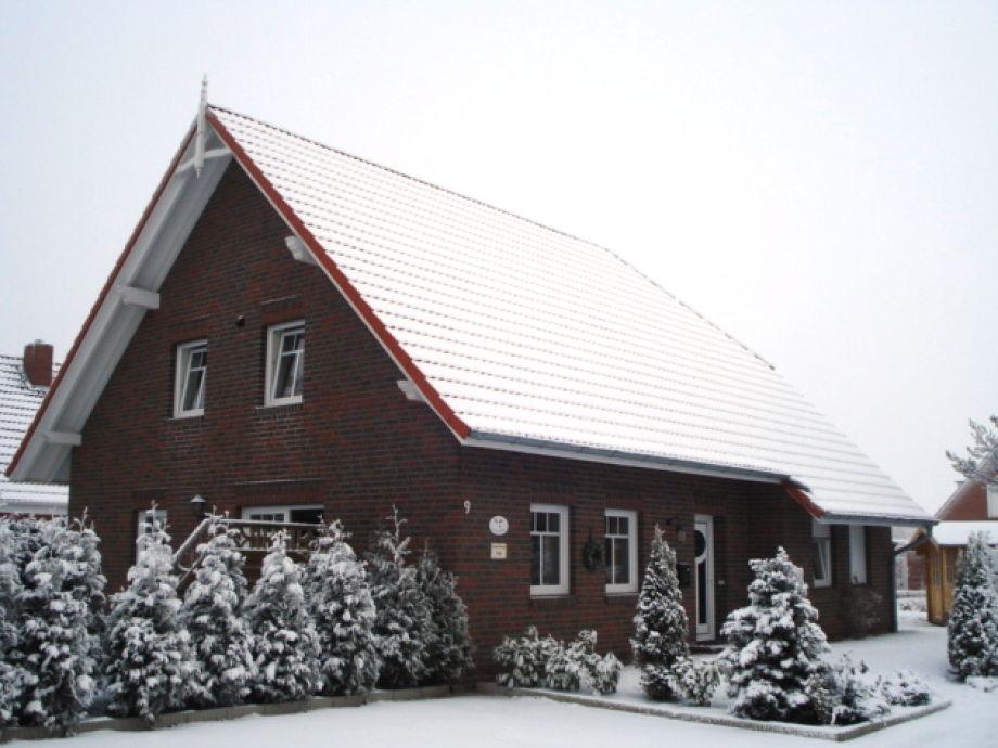 """Haus """"Lüttje Brise"""" im Winter"""