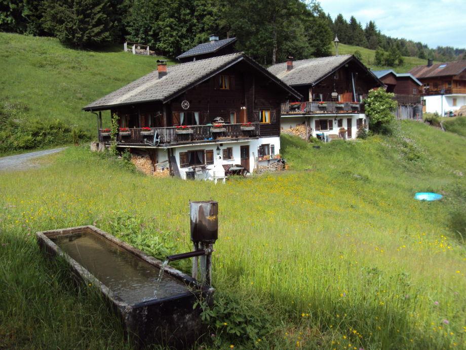 Einliegerwohnung zweites Haus von links