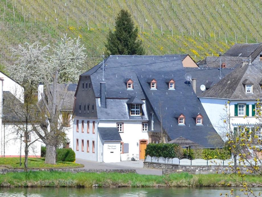 Haus Dienhart von der Moselseite