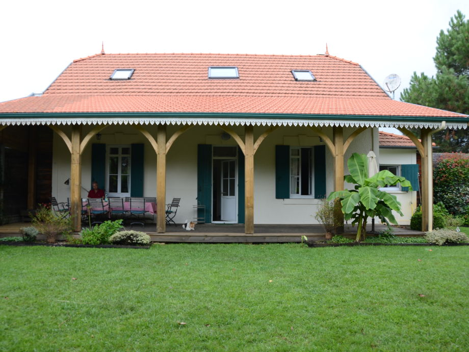 Historische Villa mit Pool in Biscarrosse