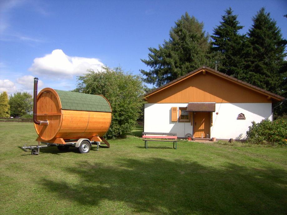 Haus mit Saunafass