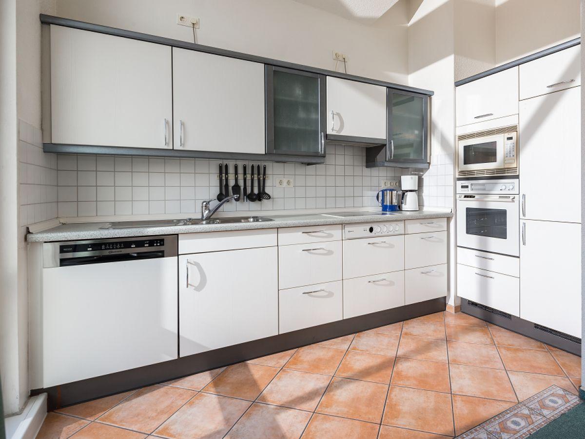 funktionale k chenzeile. Black Bedroom Furniture Sets. Home Design Ideas