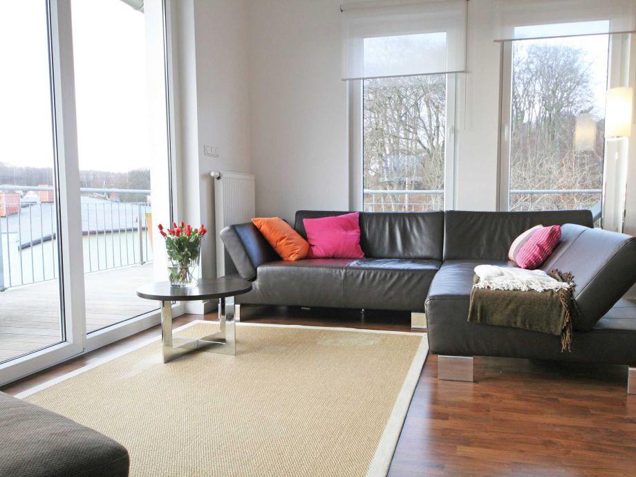 große Couch für gemütliche Stunden
