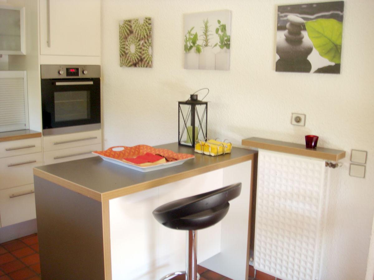 k chenbar mit 2 st hlen ebenbild das sieht verwunderlich. Black Bedroom Furniture Sets. Home Design Ideas