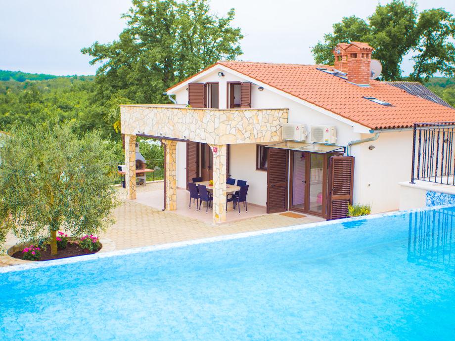 Villa Lara with the pool