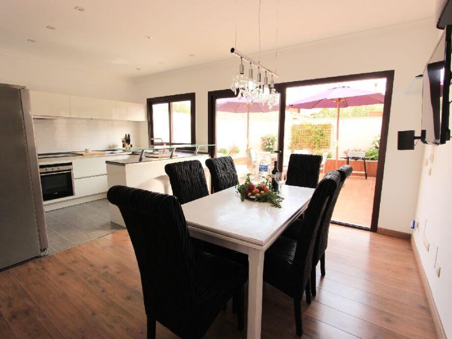 Essbereich und offene Küche