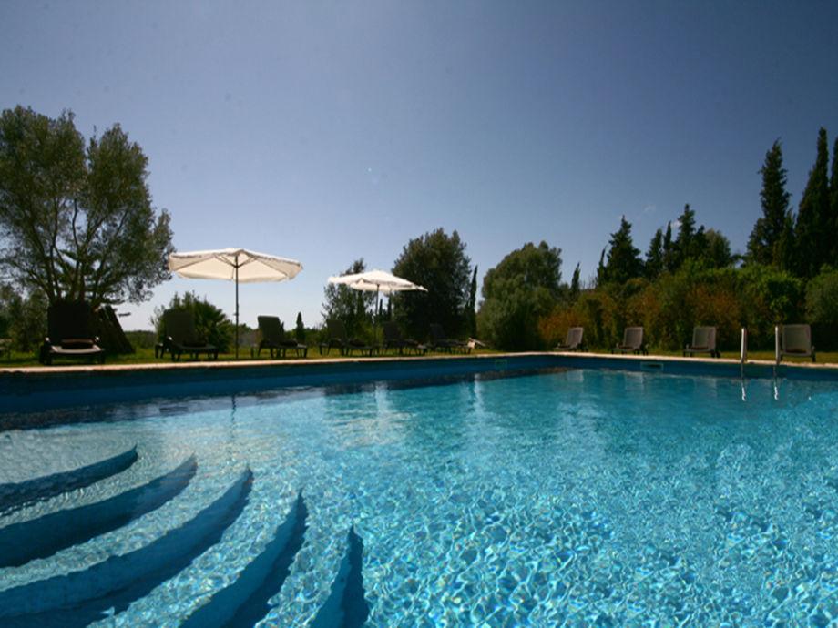 geniessen Sie die Sonne und relaxen am Pool