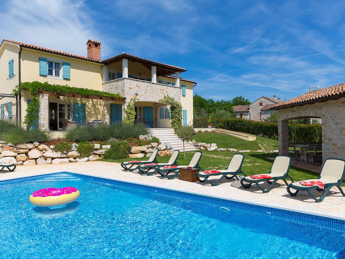 Villa Azzurra, Porec, Istria - Firma Porec immobilien - Ms. Danira ...