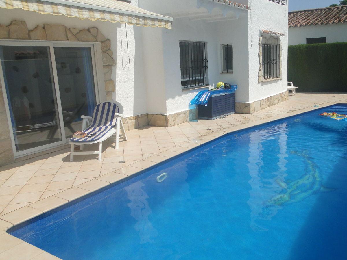 ferienhaus paradies 203 mit pool costa brava empuriabrava ampuriabrava firma immo hoffmann. Black Bedroom Furniture Sets. Home Design Ideas
