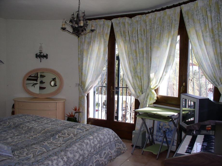 Spanische Turmvilla mit Pool - Paradies 3, Costa Brava, Empuriabrava ...