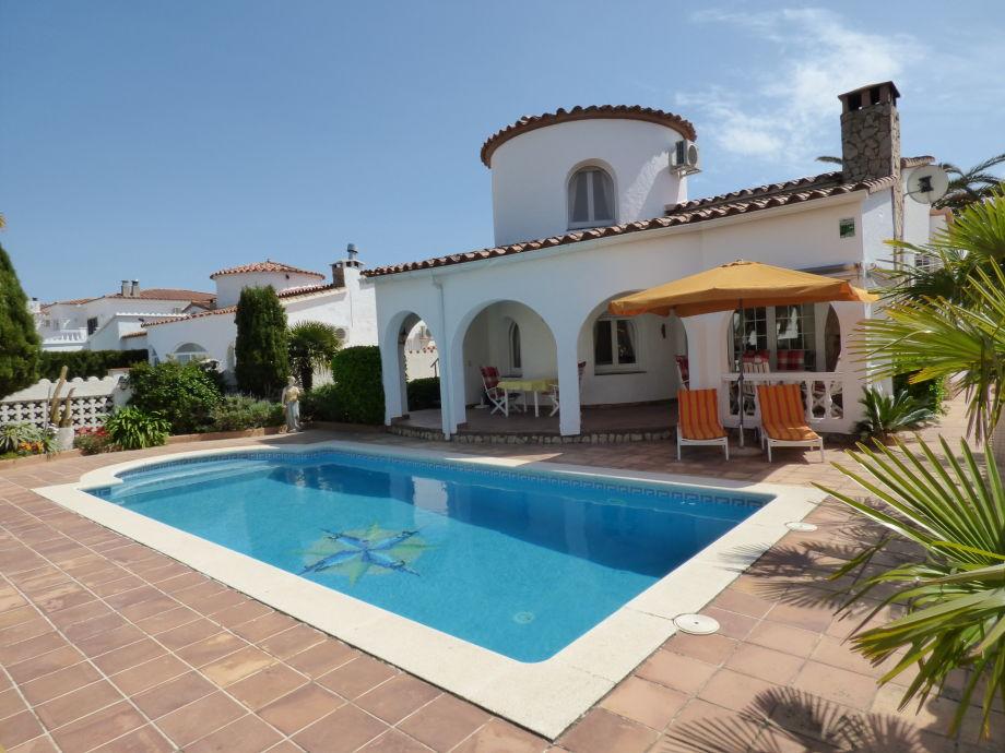 Villa mit Turm und Privat-Pool