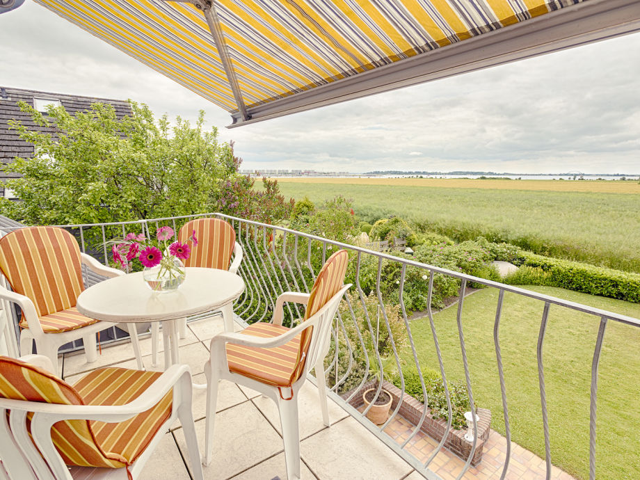 Balkon mit Strand in Sicht