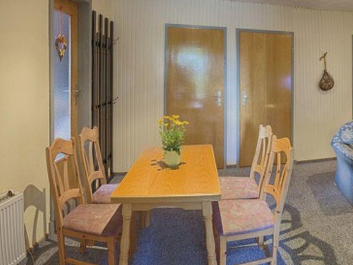 Ferienwohnung hofherrin sina fehmarn ostsee firma for Wohnzimmer mit esstisch