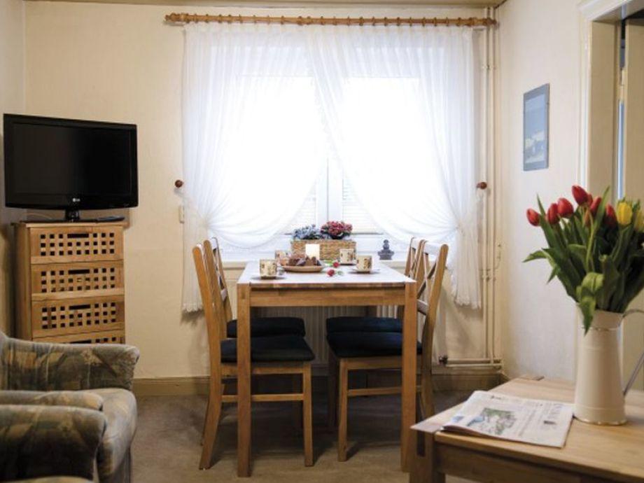 Esstisch f r kleines wohnzimmer for Wohnzimmer mit holzdecke einrichten
