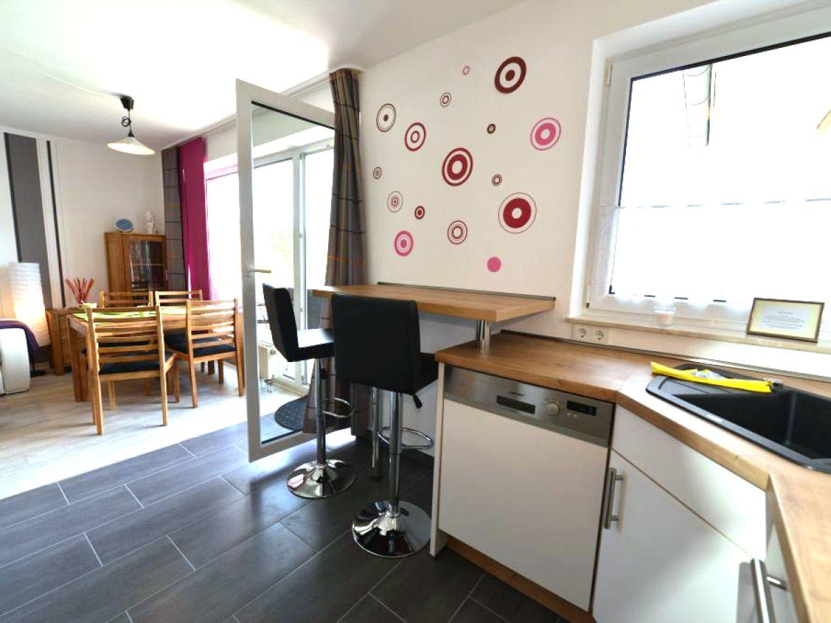 moderne wohnzimmer mit offener küche – Dumss.com